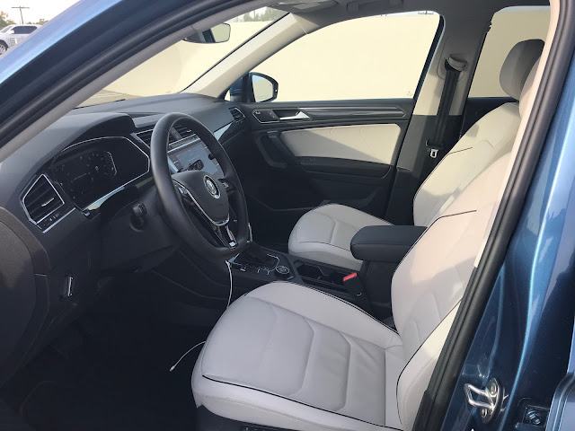Interior view of 2019 Volkswagen Tiguan 2.0T SEL Premium w/4MOTION