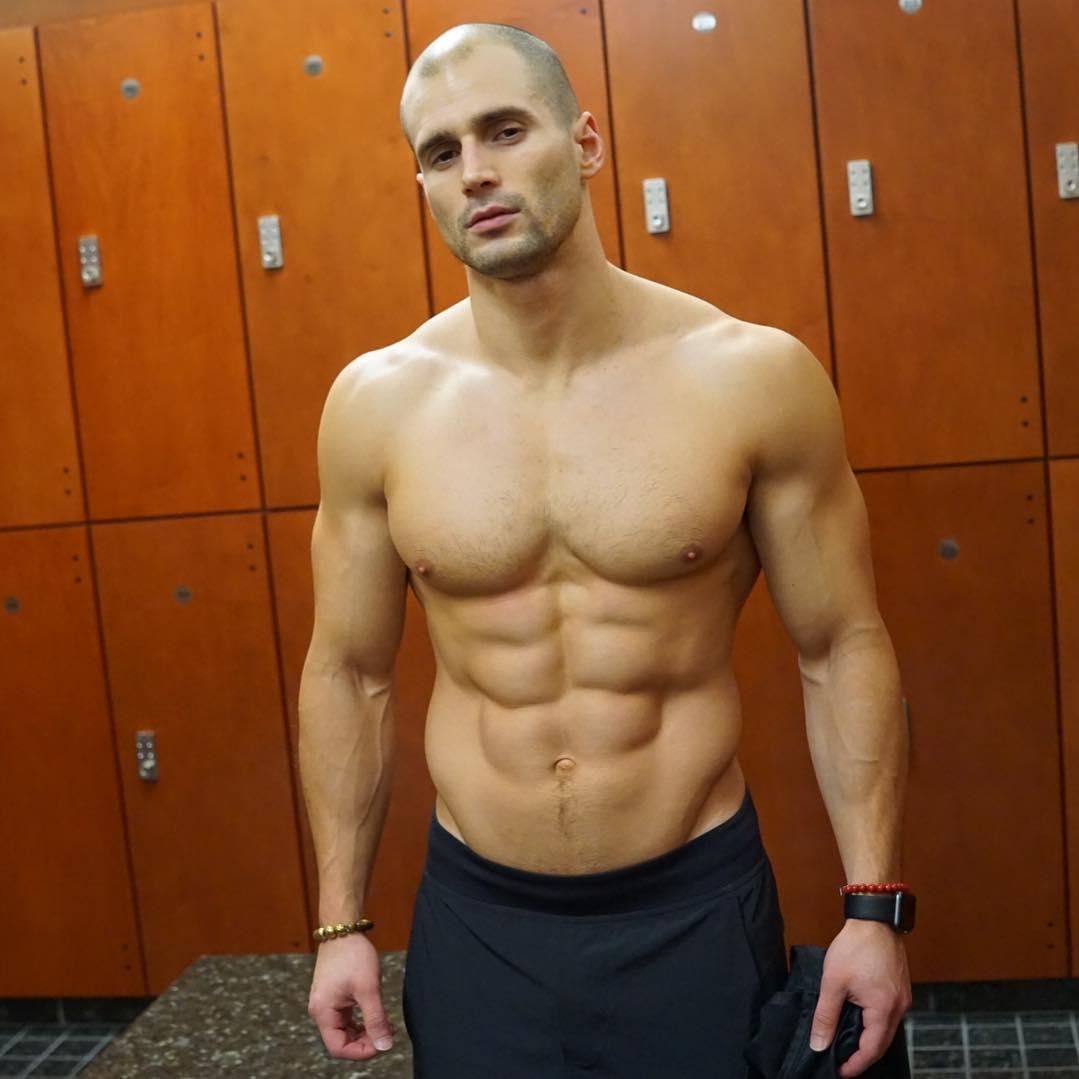 fit-bald-sexy-daddy-abs-cocky-straight-man-locker-room