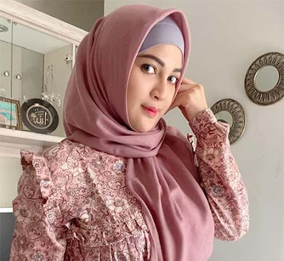 Airiska Fitria Pakai Hijab