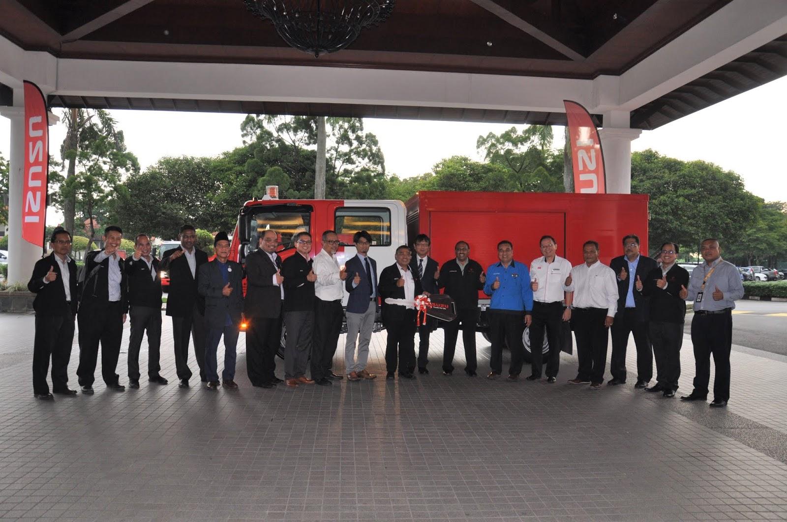 Motoring-Malaysia: Trucks - Isuzu Malaysia Delivers 61 New