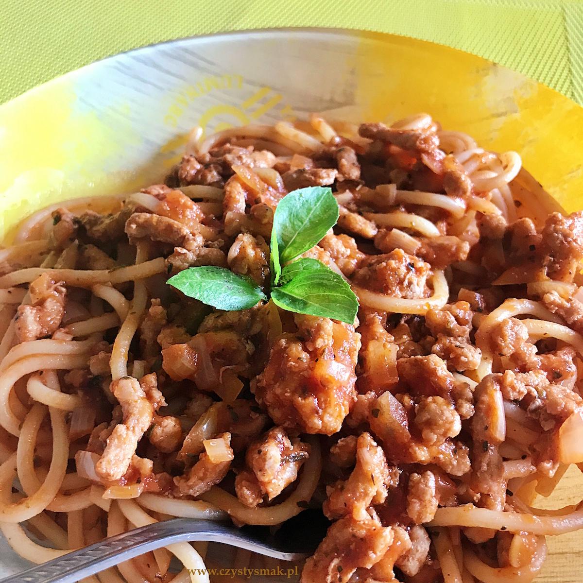 Włoskie spaghetti z sosem pomidorowym