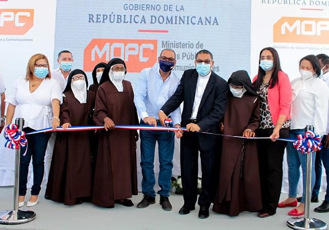Obras Públicas entrega reconstruido monasterio a la Hermanas Carmelitas en Azua.