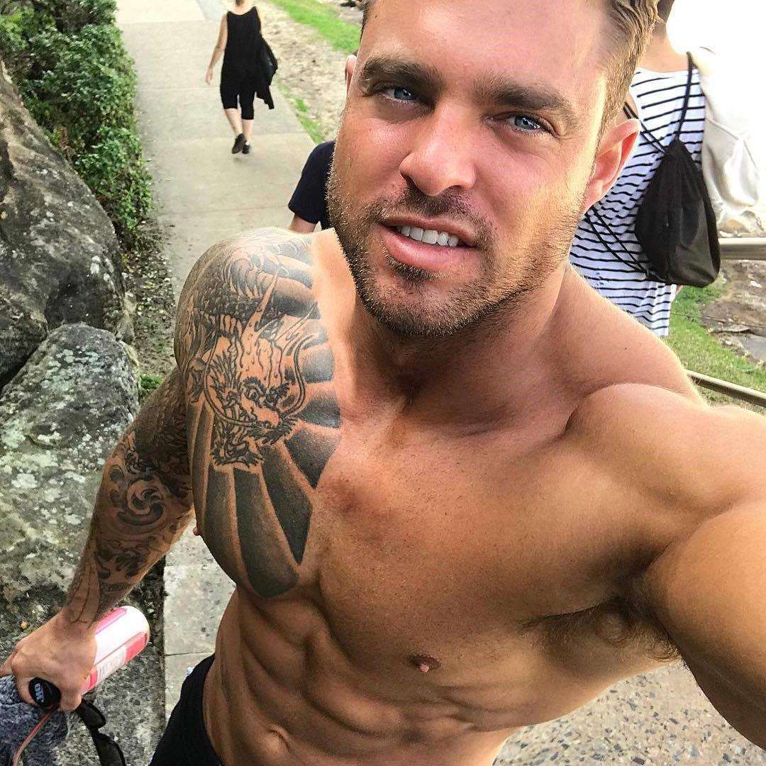 sexy-smiling-daddy-blue-eyes-shirtless-muscle-tattoo-body-david-harris-selfie