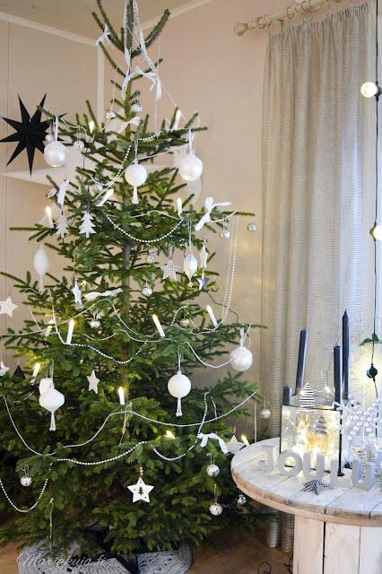 joulukuusi joulun odotus kuusi koristeet valkoinen aito tähti valkoinen