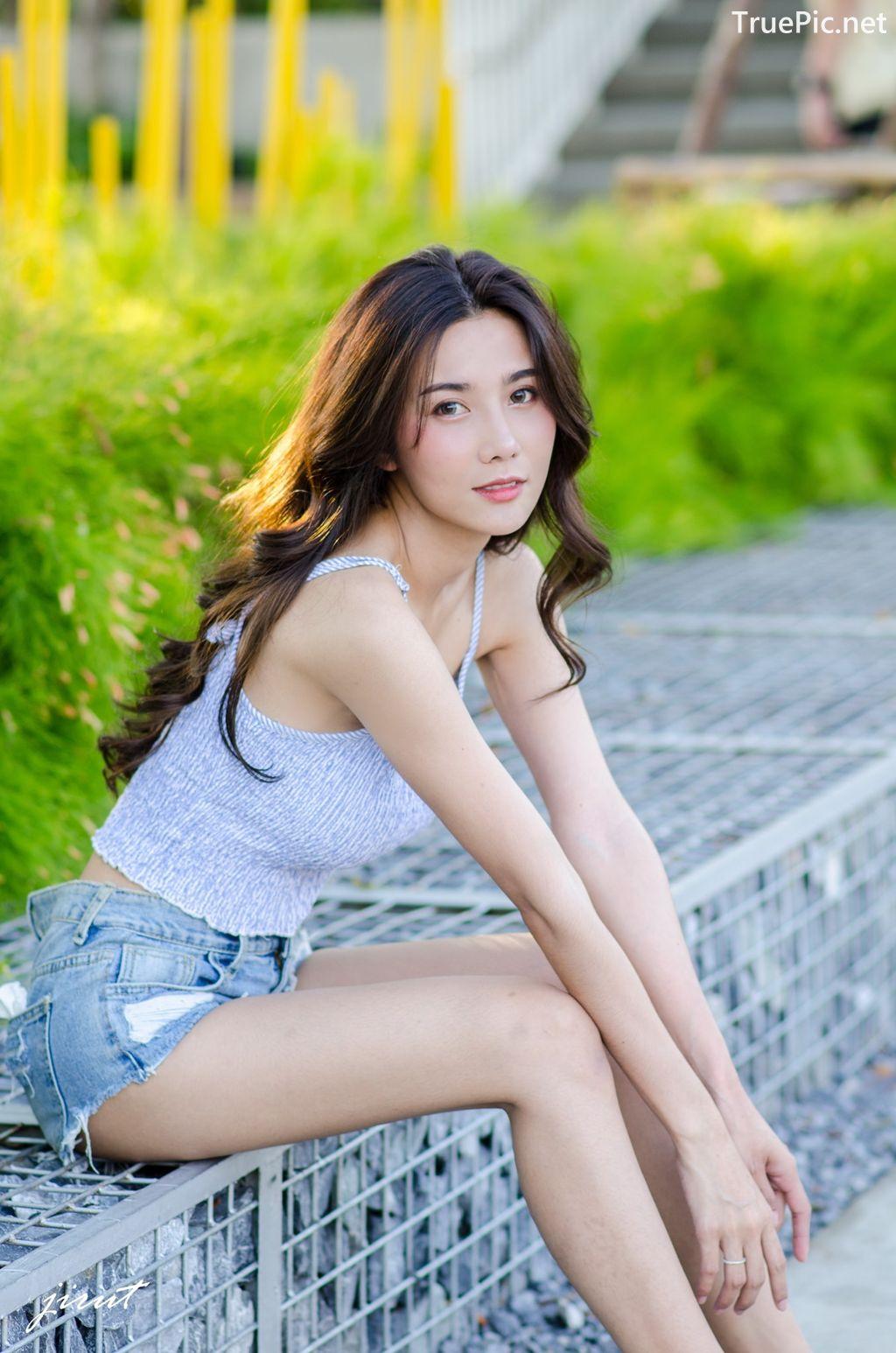 Image-Thailand-Model-Baiyok-Panachon-Cute-White-Crop-Top-and-Short-Jean-TruePic.net- Picture-7