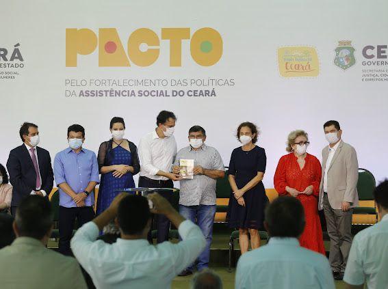 Santa Quitéria assina pacto para fortalecer políticas da Assistência Social