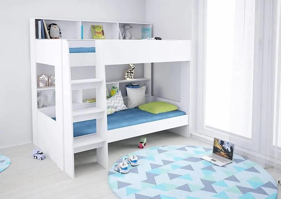 Litera con estantería incorporada en la cama de arriba y la de abajo