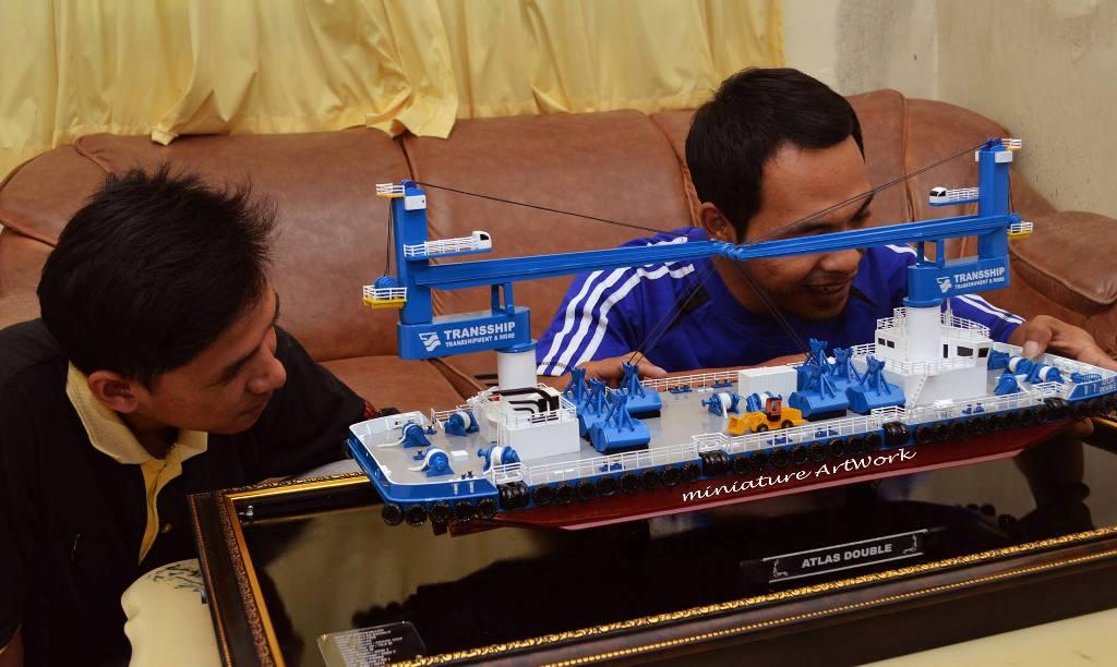 produsen miniatur kapal atlas double crane ship transship