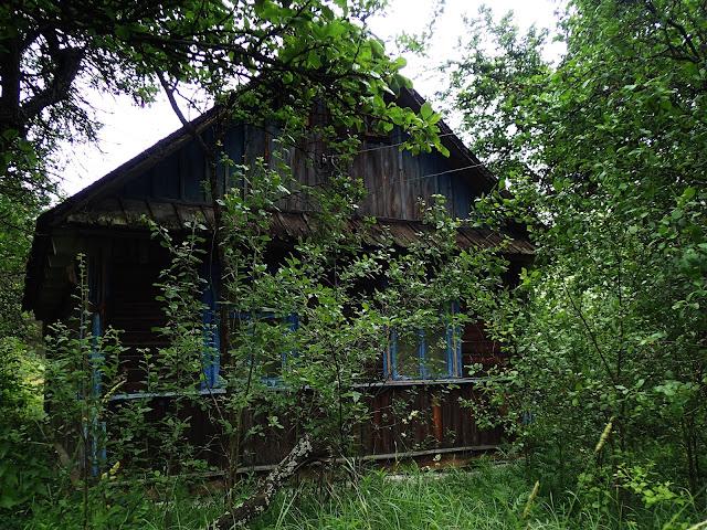 Drewniany domek w Koszarach