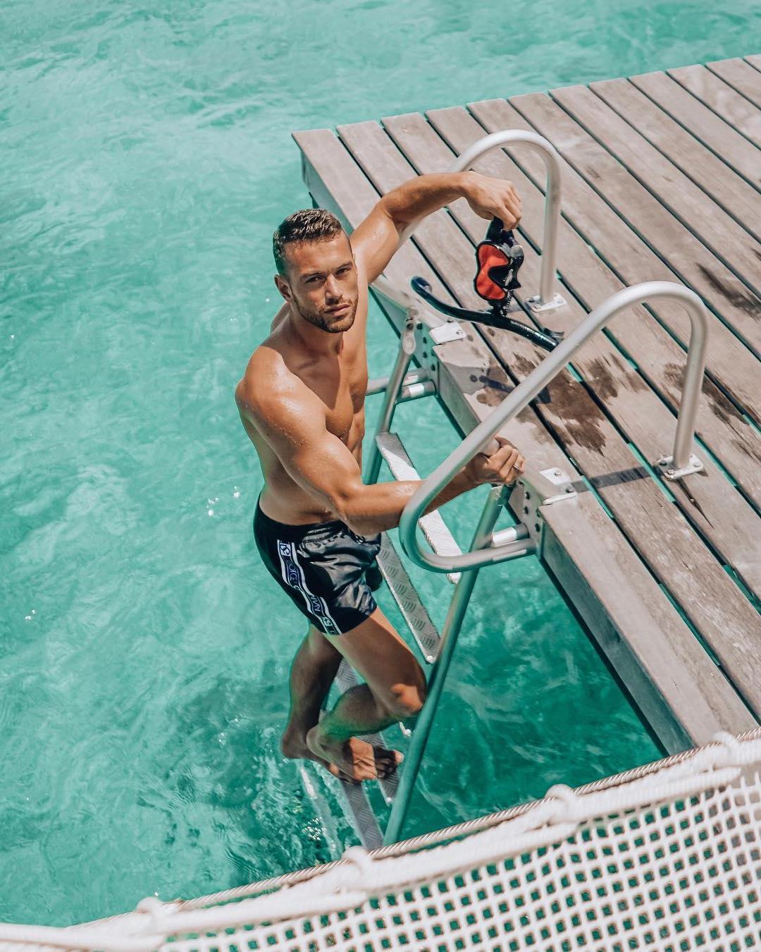 hot-guys-divers-beautiful-blue-water-ocean-luxurious-dilf-sexy-rich-daddy