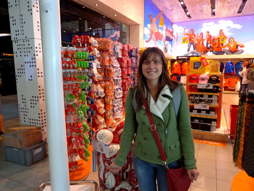 Me in front of a store in the Amsterdam airport