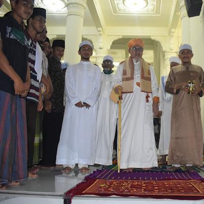 Galeri Salam-Salaman Santri Dengan Abu, Aba, dan Abi