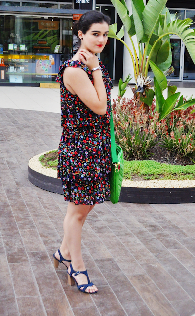 something fashion blogger Valencia stroll downtown, bloggerdemoda streetstyle blue dress summer spring inspiration, cortefiel floral dress black flamenca inspiration, silver bracelet, romwe, chanel lipstick how to wear makeup beauty tips