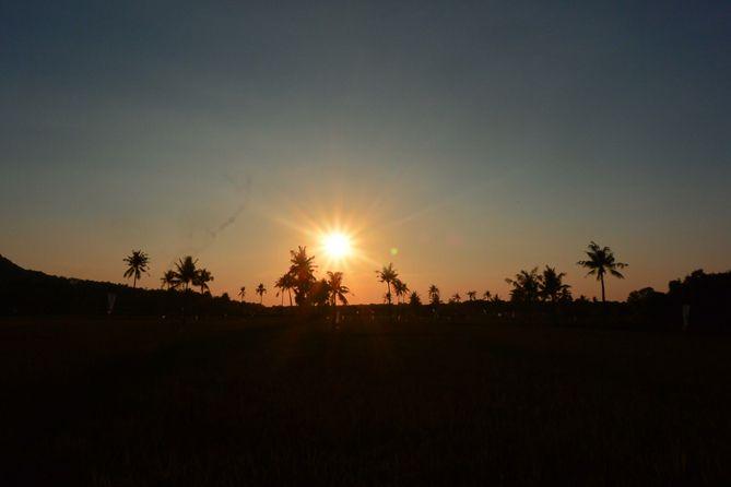 Pemandangan menjelang matahari tenggelam