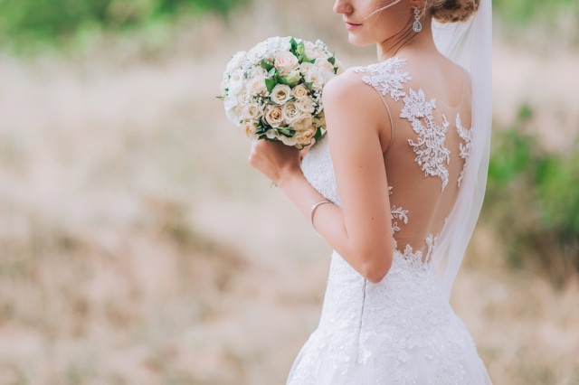 https://www.mycrazyemail.net/2019/04/why-are-wedding-dresses-white.html