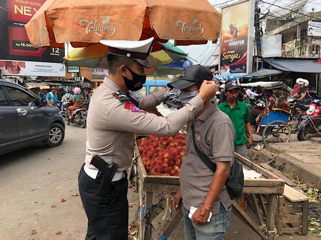 Tekan Covid-19, 5000 Masker di Bagikan Satgas Polda Banten-TNI dan Satpol PP