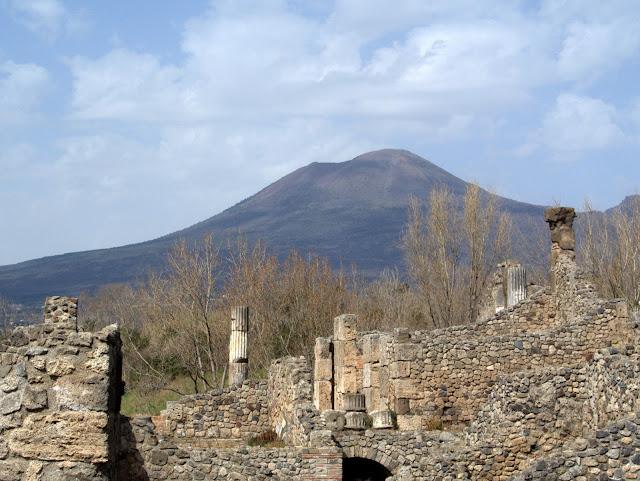 Wezuwiusz widoczny z Pompeji