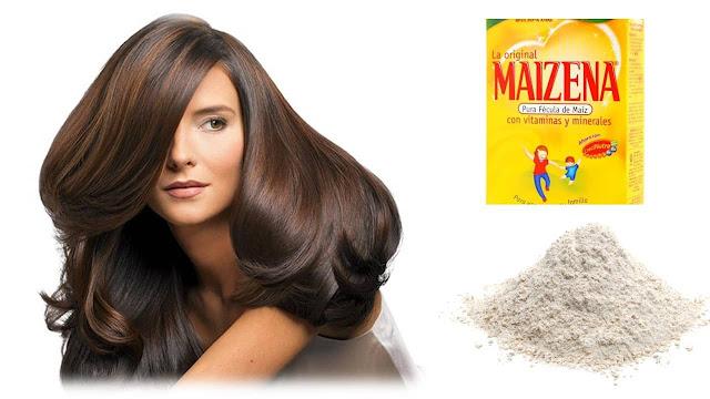 Mujer con hermoso cabello y los ingredientes para preparar un champú en seco