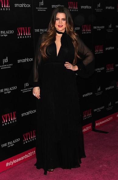 Kloe Kardashian vestido preto longo