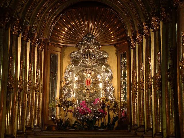 Złocony ołtarz w gidelskiej bazylice (+ figurka Matki Boskiej)