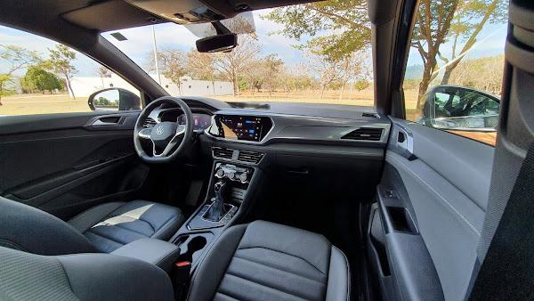 Volkswagen Taos Highline 2022 - interior