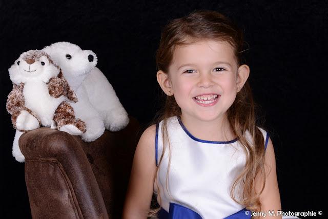 photo portrait enfant en studio avec doudou