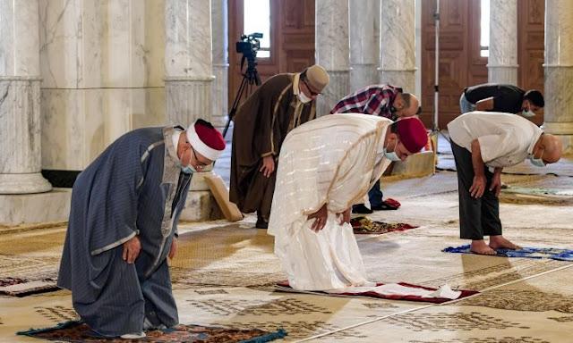 حسن سلمان،  تونس،  دور العبادة،  فيروس كورونا،  قرار إغلاق المساجد،  هشام المشيشي، حربوشة نيوز