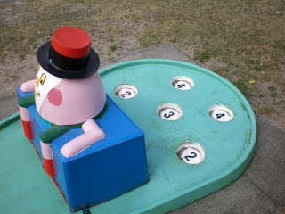 There are 5 numbered cups on the 5 Star Crazy Golf courses from DK Fibreglass