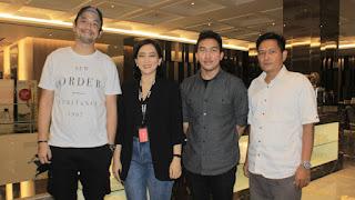 Alif Koto (paling kanan) bersama Tim Believe di Indonesia.