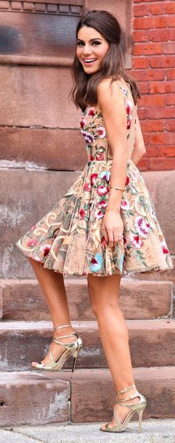 Top 5 Most Beautiful Lace Embroided Outfits For Stylish Ladies
