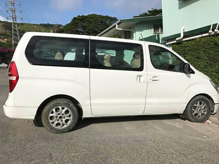 Hyundai H1 Bus  12 Seater