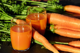guide for good skin which  has carrot fruits juice