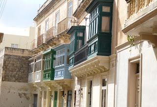 Balcones típicos malteses de Rabat.