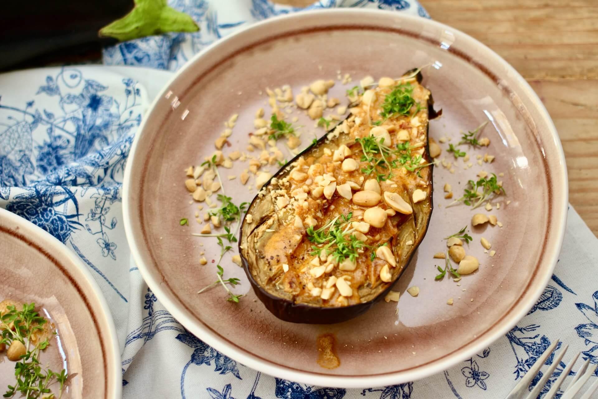 Aubergine mit Erdnuss-Sauce