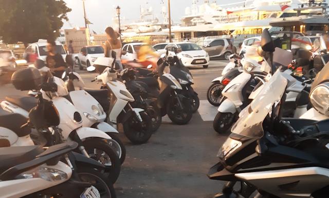 Ρόδος: Εικόνα ντροπής με μηχανάκια σταθμευμένα σε διαβάσεις