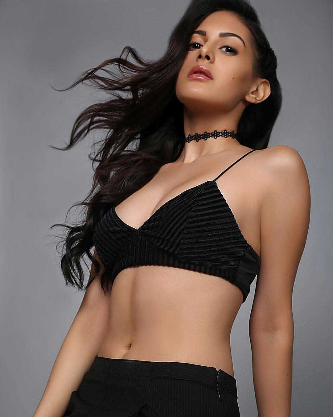 Amyra Dastur Hot and Sexy  navel
