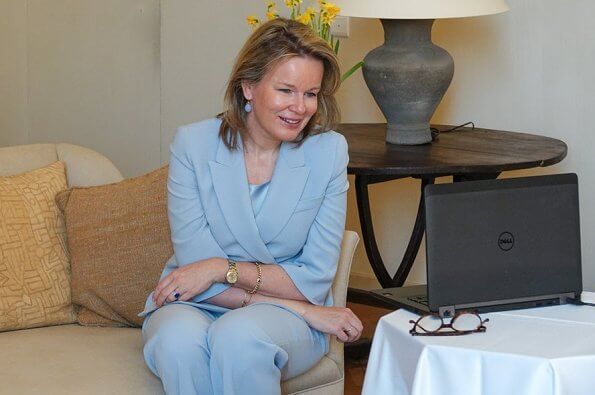 Mathilde held a videoconference with of Crésam and Zorgnet-Icuro. women blazer jacket blue 3/4 sleeve