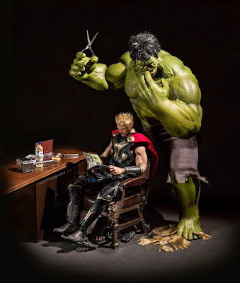 Hulk le corta el cabello a Thor