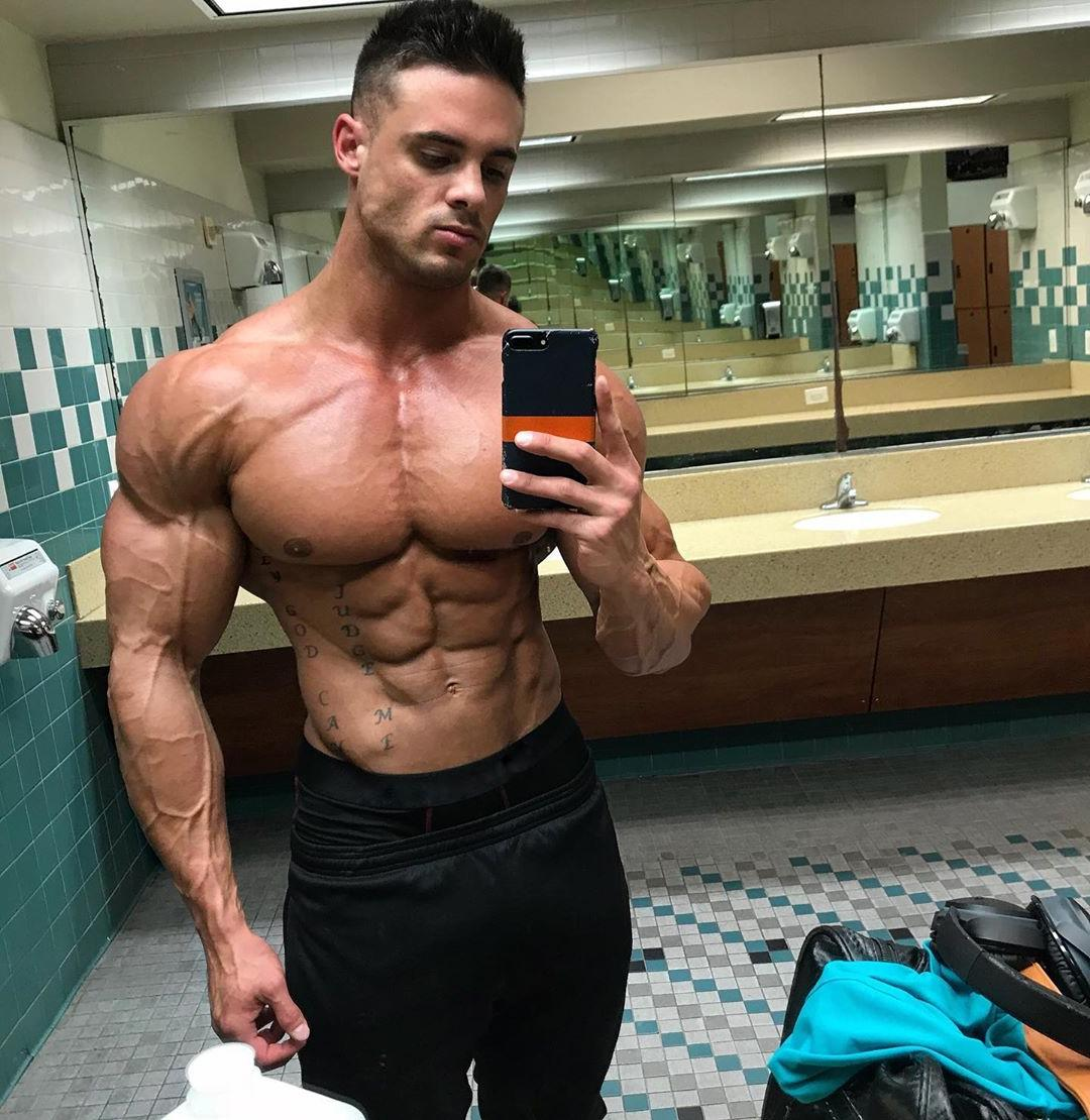 strong-beefy-muscular-hunks-shirtless-body-huge-pecs-veiny-arms-logan-franklin-sexy-selfie