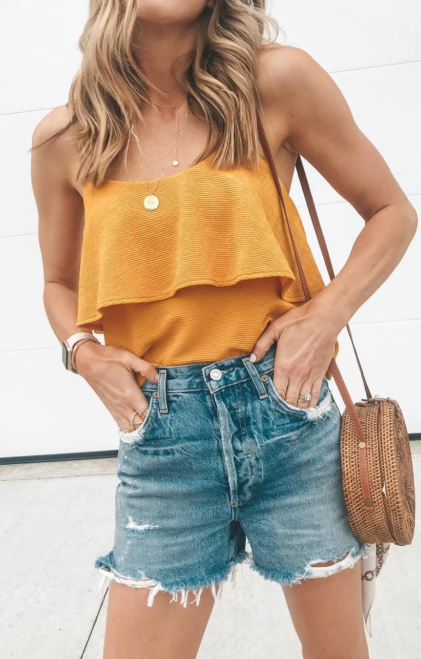 simple summer outfit / off shoulder top + bag + shorts