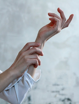 14 Cara Menghaluskan Telapak Tangan Dengan Menggunakan Bahan Alami