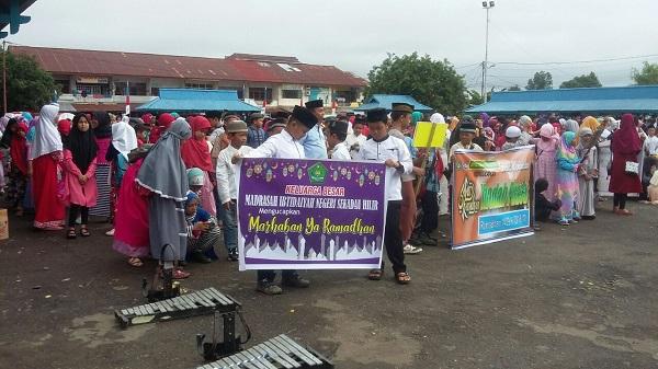 Ribuan Masyarakat Muslim Di Sekadau Gelar Pawai Ta'ruf