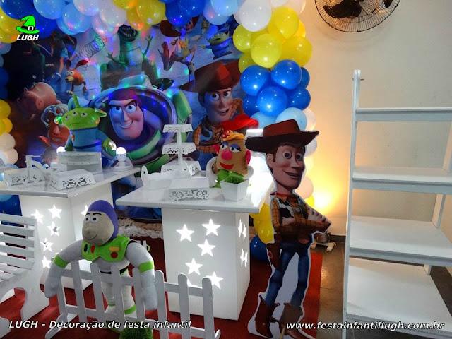 Decoração Toy Story provençal simples para festa infantil
