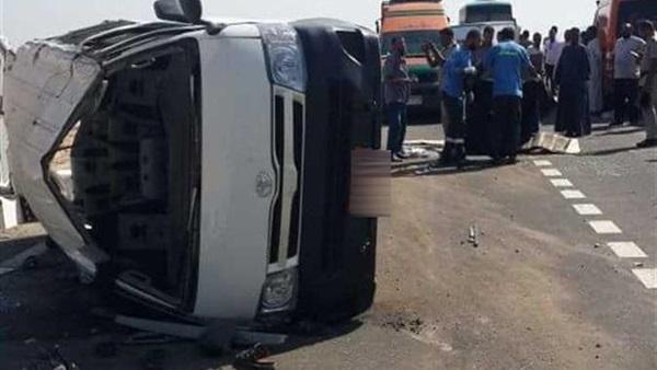 بالأسماء.. إصابة 7 أشخاص بحادث انقلاب سيارة ميكروباص بالبحيرة