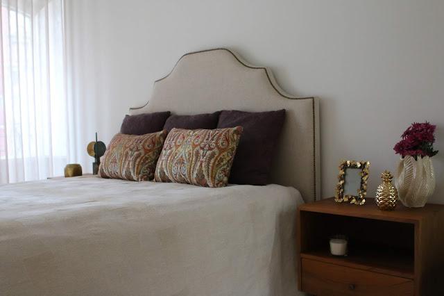 cortinas linho brancas cama com desenho na cabeceira e tachas decoradora interiores porto perfect home interiores