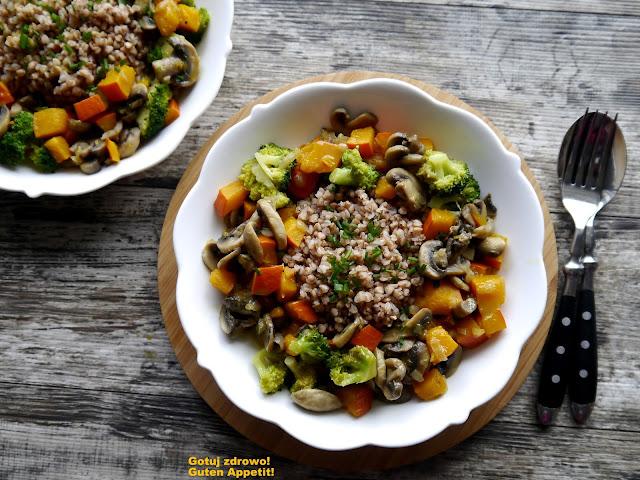 Dyniowe curry z pieczarkami i białą kaszą gryczaną - Czytaj więcej »