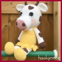 Vaca amigurumi con corazones