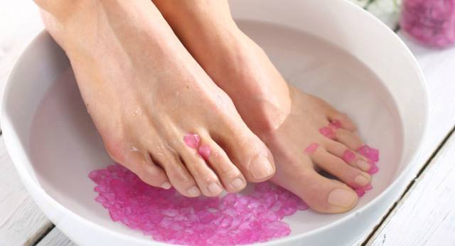 Simple Home Remedies Tips to Take Care of feet in Winter Season