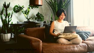 Femme, travail en ligne en rédaction web, job de rédaction web