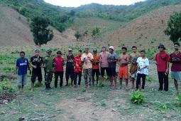 Babinsa  Dengan Jajaran Koramil Sape Ajak Warga Selamatkan Hutan Dengan Tanam Pohon